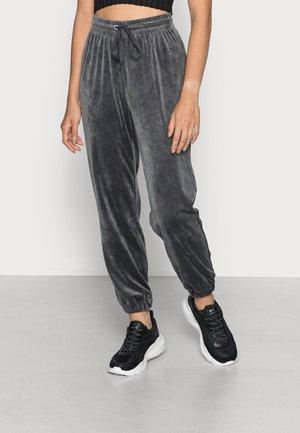 ONLREBEL CUFF PANT - Spodnie treningowe - phantom