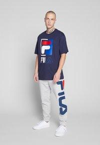 Fila - SAKU TEE - T-shirt con stampa - black iris - 1