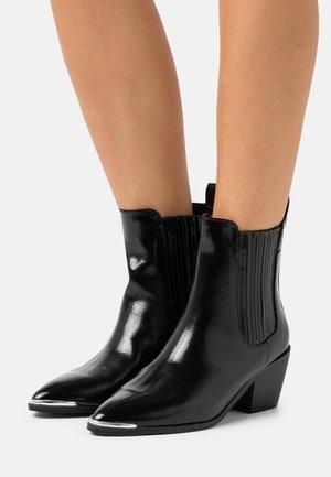 DARCY - Kovbojské/motorkářské boty - black