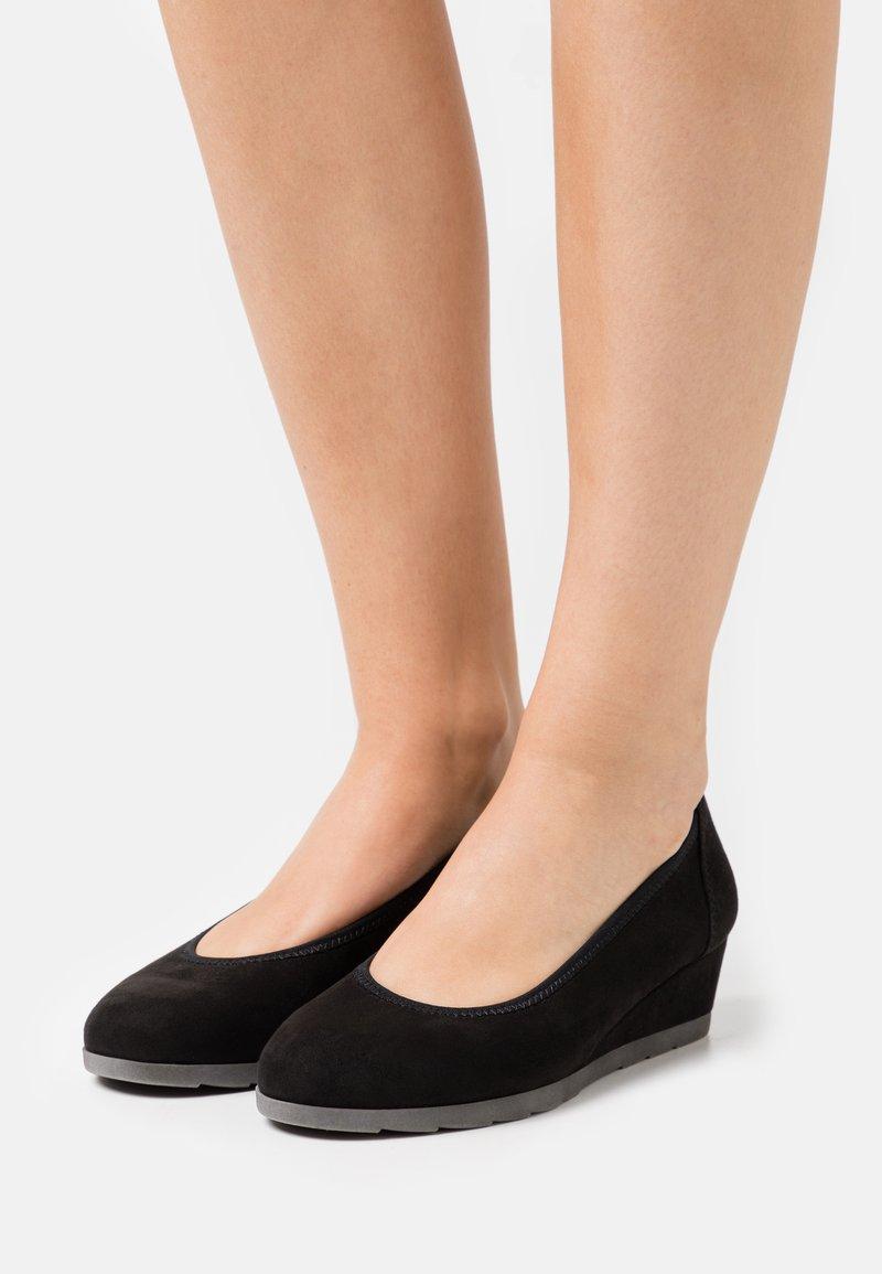Jana - Escarpins compensés - black