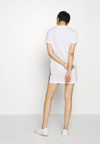 Calvin Klein Jeans - DRESS WITH TAPE - Sukienka etui - bright white - 2
