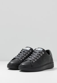 Guess - Trainers - black - 4