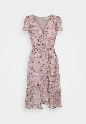 LUSH FLOUNCE DRESS - Kjole - rose