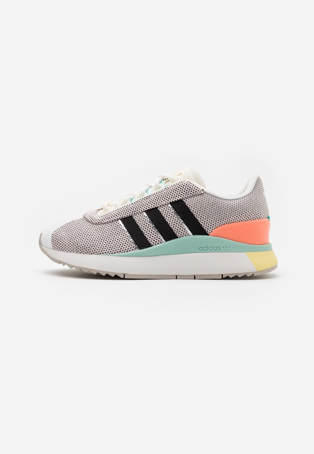 ANDRIDGE SPORTS INSPIRED SHOES - Trainers - cloud white/clear black/chalk coral