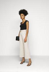 Fashion Union Petite - ELLORA TROUSER - Trousers - cream - 1