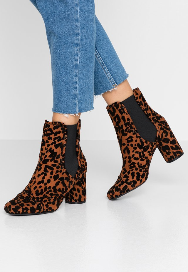ROUND HEEL CHELSEA BOOT - Classic ankle boots - brown