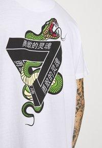 Brave Soul - SCALE - Print T-shirt - white - 5