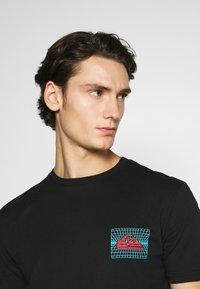 Quiksilver - SOUND WAVES - Print T-shirt - black - 3