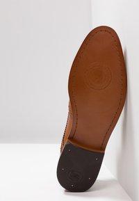 Base London - MOTIF - Elegantní šněrovací boty - washed tan - 4