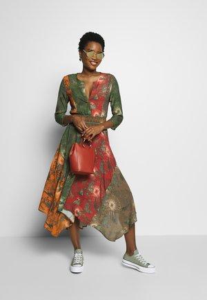 VEST OHIO - Denní šaty - antic green