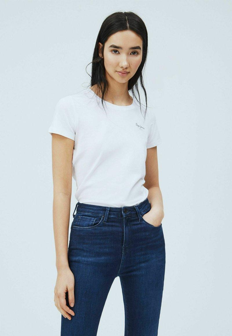 Pepe Jeans - BELLROSE - Basic T-shirt - blanco off