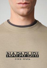 Napapijri - S-OAHU - Print T-shirt - silver sage - 3