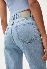 PULL&BEAR - MOM - Relaxed fit jeans - mottled light blue - 3