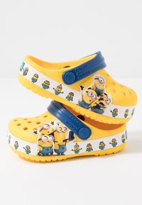 Crocs - MINIONS MULTI RELAXED FIT - Pool slides - yellow - 6