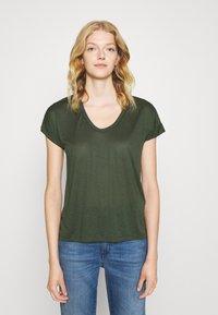 CLOSED - WOMENS - Basic T-shirt - thyme - 0