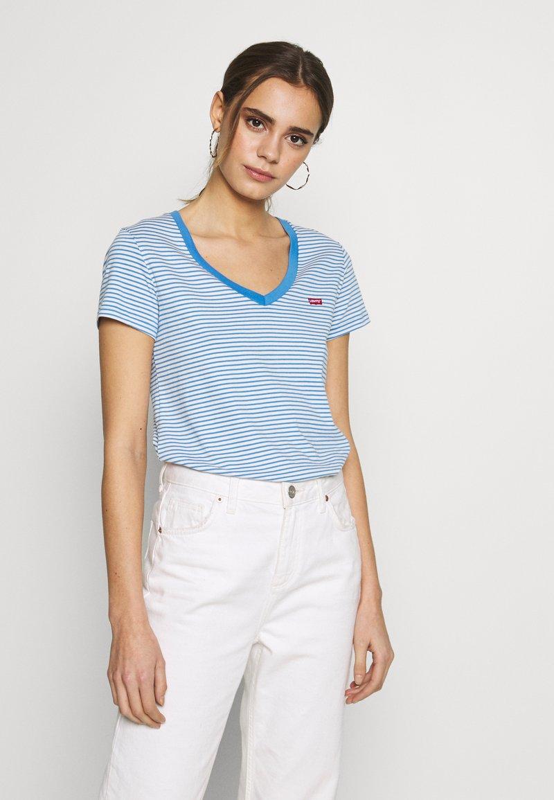 Levi's® - PERFECT V NECK - Printtipaita - light blue, white