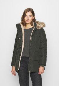 Vero Moda - VMFINLEY JACKET - Zimní kabát - peat - 0