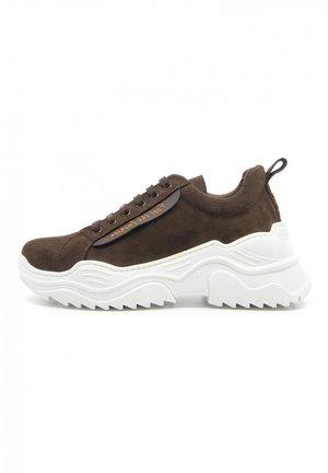 ENERGY - Sneakers laag - marrón