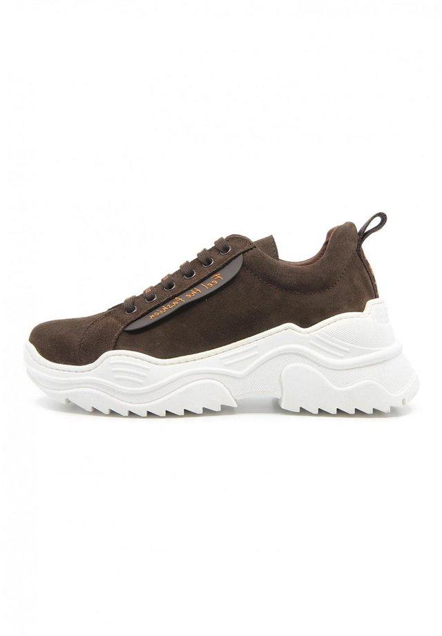 ENERGY - Sneakers basse - marrón