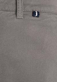 TOM TAILOR - Shorts - castlerock grey - 6