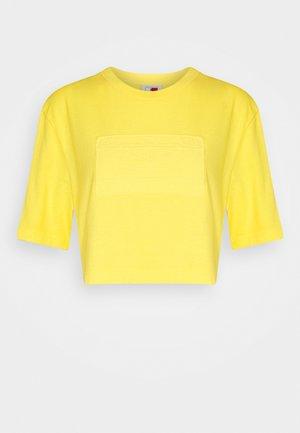 LEWIS HAMILTON UNISEX GMD LOGO CROPPED TEE - Basic T-shirt - marigold yellow