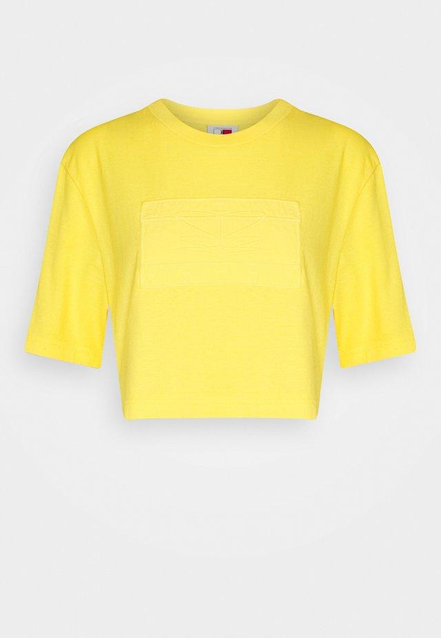 LEWIS HAMILTON UNISEX GMD LOGO CROPPED TEE - T-Shirt basic - marigold yellow