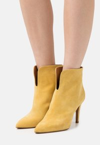 Toral - High heeled ankle boots - anteado/river yema - 0