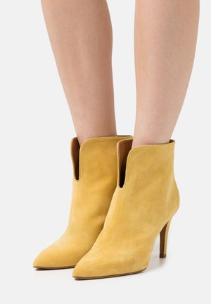 High heeled ankle boots - anteado/river yema
