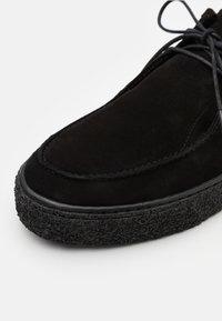 Bianco - BIACHAD LOAFER - Zapatos con cordones - black - 5