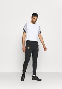 Nike Performance - INTER MAILAND TRAVEL PANT - Club wear - black/truly gold - 1