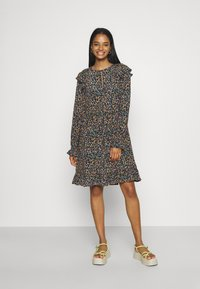 Scotch & Soda - PRINTED DRAPEY DRESS WITH SHOULDER RUFFLES - Jurk - multicoloured - 1