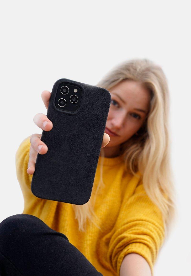 Arrivly - IPHONE 12 MINI - Kännykkäpussi - black