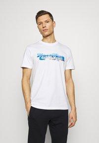 Napapijri - SOBAR GRAPHIC FT5 - Print T-shirt - white - 0
