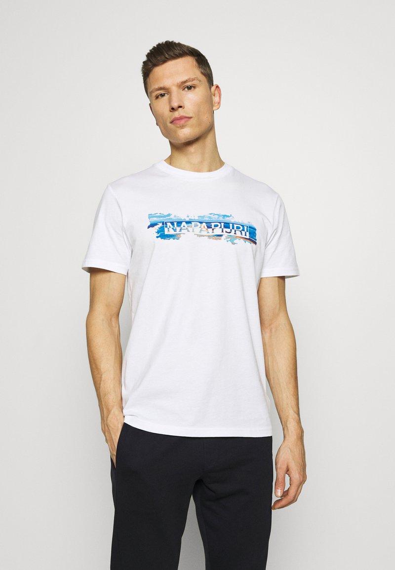 Napapijri - SOBAR GRAPHIC FT5 - Print T-shirt - white