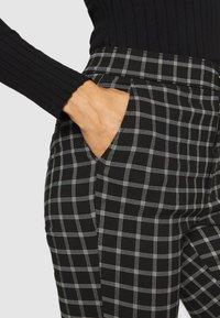 Hollister Co. - CHAIN - Kalhoty - black - 4