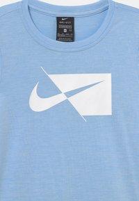 Nike Performance - Print T-shirt - psychic blue/white - 2