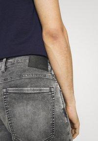 s.Oliver - Denim shorts - grey - 3