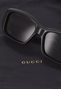Gucci - Solbriller - black/black-grey - 2