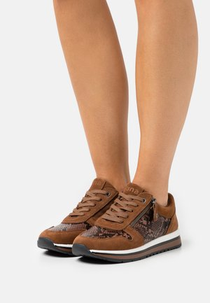 Trainers - chestnut
