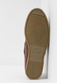 Jacamo - WIDE CLASSIC BOAT SHOE - Seglarskor - brown - 4