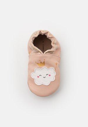 PRINCESS CLOUD - Chaussons pour bébé - rose clair