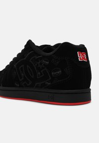 DC Shoes - BOBS NET UNISEX - Trainers - black/red - 4
