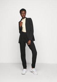 ONLY Tall - ONLNELLA PANTS - Joggebukse - black - 1