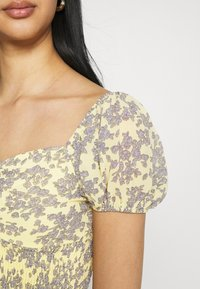 Missguided - FLORAL RUCHED NECK SHIRRED WAIST - Blouse - yellow - 4