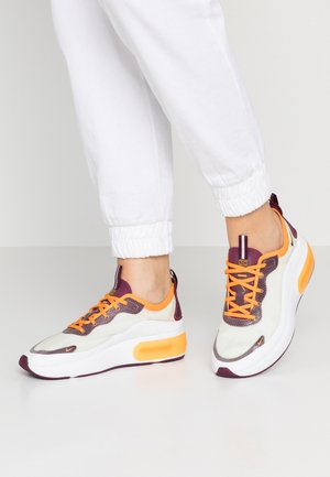 AIR MAX DIA SE - Trainers - white/bordeaux/orange peel