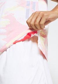 Nike Performance - CHALLENGE COURT SLIM - Polo shirt - white/solar red/ultramarine/laser orange - 3