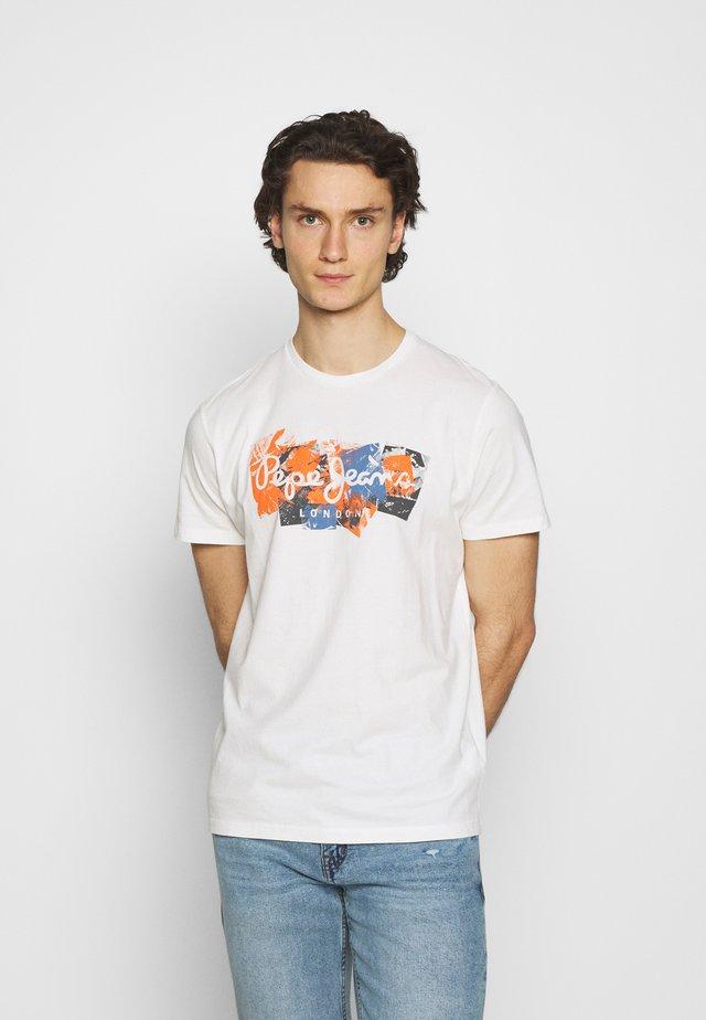 WILLIAM - T-shirt z nadrukiem - white