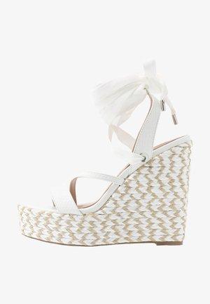 WRAP WEDGE - Sandaler med høye hæler - white