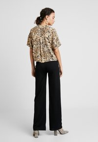 Nly by Nelly - STRAIGHT PANTS - Stoffhose - black