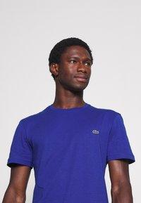 Lacoste - T-shirt basic - cosmique - 3